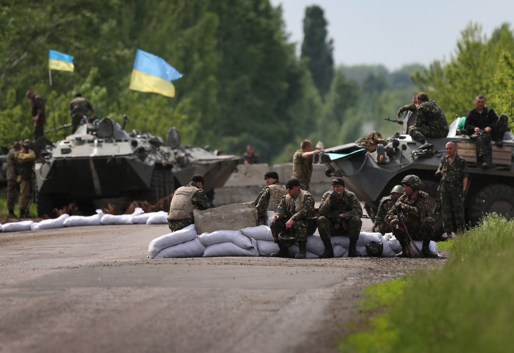 Ukrainian military soldiers man a highway checkpoint on May 13, 2014 near Slovyansk. Rebels in eastern Ukraine shot down a government military helicopter Thursday amid heavy fighting around Slovyansk, killing at least 12 soldiers including a general, officials said.