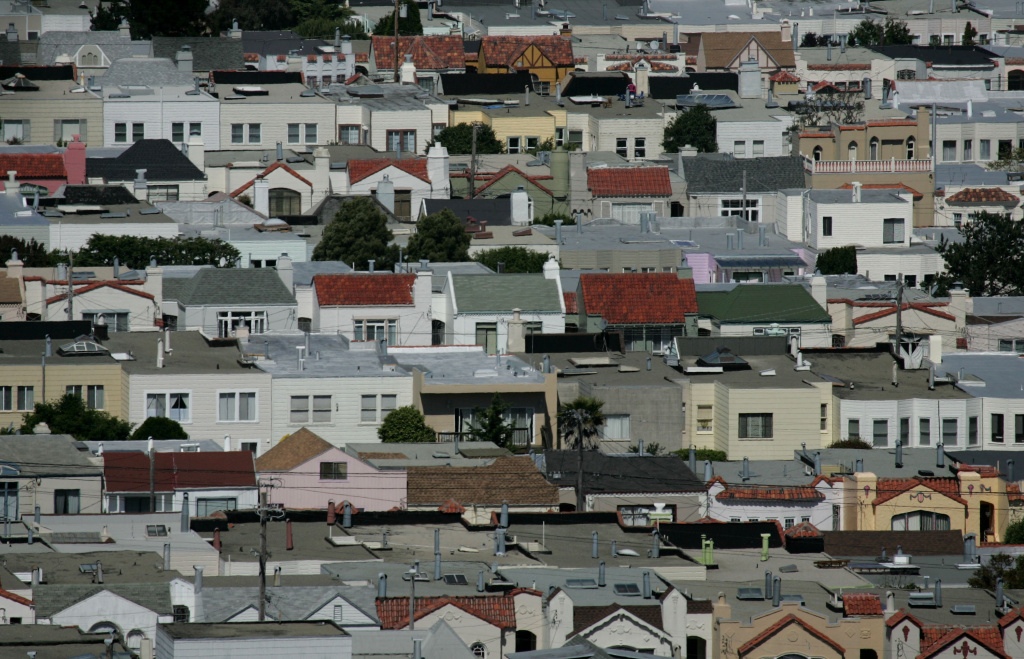 SAN FRANCISCO - JUNE 06: Rows of houses stand June 6, 2007 in San Francisco, California. (Photo by Justin Sullivan/Getty Images)