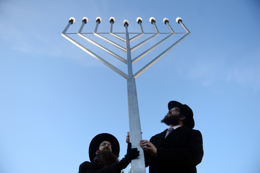 For once in many lifetimes, November 28, 2013 marks Thanksgiving and the start of Hanukkah.