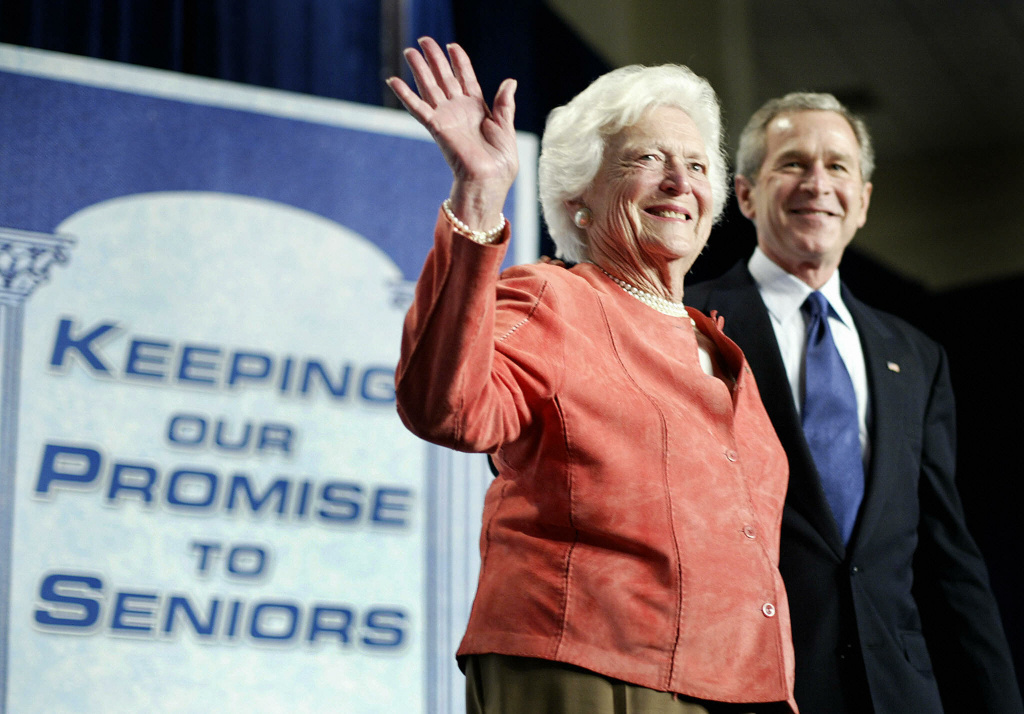Former U.S. first lady Barbara Bush waves after being introduced by her son U.S. President George W. Bush at a meeting to promote his Social Security reform plan in Orlando, Florida, March 18, 2005.