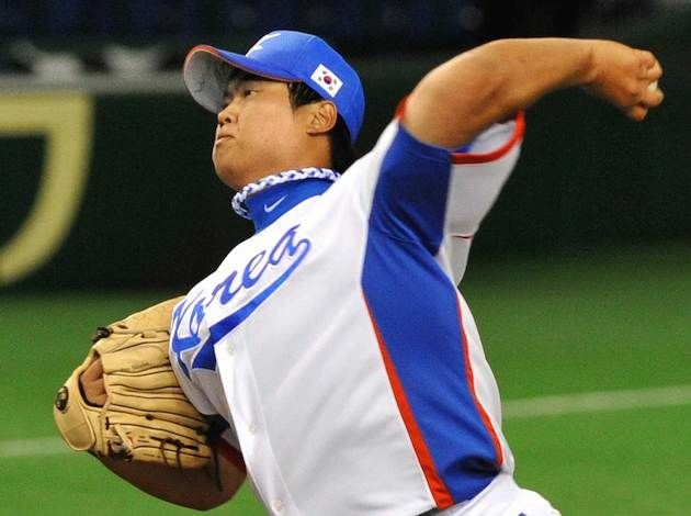 South Korean starter Ryu Hyun-Jin throws a ball during the first inning of the World Baseball Classic (WBC) first round game against Taiwan at Tokyo Dome on March 6, 2009.