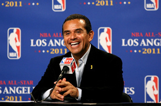 File picture of Los Angeles mayor Antonio Villaraigosa at a press conference