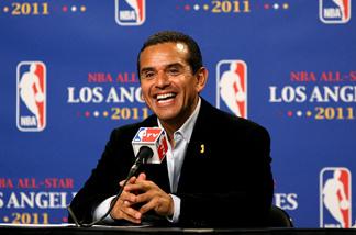 File picture of Los Angeles mayor Antonio Villaraigosa at a press conference