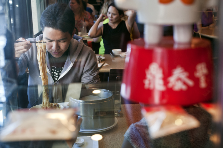Cooks make pork and shrimp shumai dumplings at Din Tai Fung Dumpling House in Arcadia on Aug. 16. Soon, the restaurant will expand to Glendale and Costa Mesa.