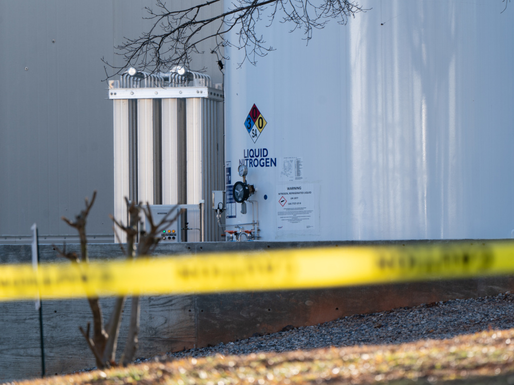 A liquid nitrogen leak at a Gainesville, Ga., poultry processing plant killed 6 people and sent 11 others to the hospital Thursday.
