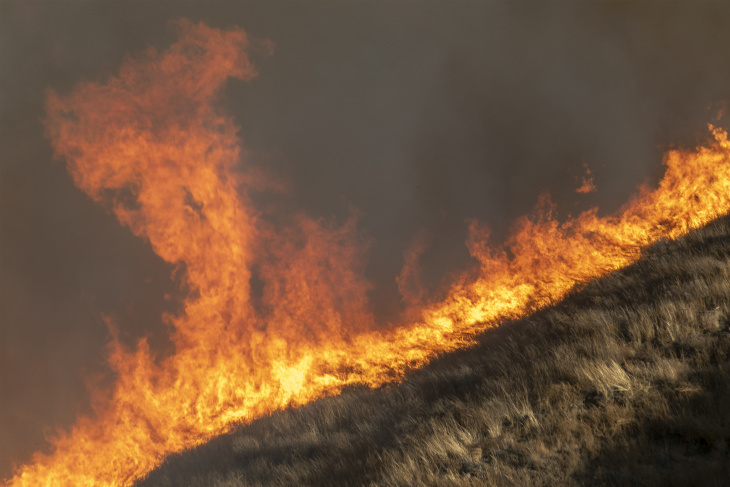 SIMI VALLEY, CA - OCTOBER 30: Strong winds drive the Easy Fire on October 30, 2019 near Simi Valley, California. The National Weather Service issued a rare extreme red flag warning for Southern California for gusts that could be the strongest in more than a decade, exceeding 80 mph, as the fast-moving brush fire threatens the Ronald Reagan Presidential Library and nearby residential neighborhoods. (Photo by David McNew/Getty Images)