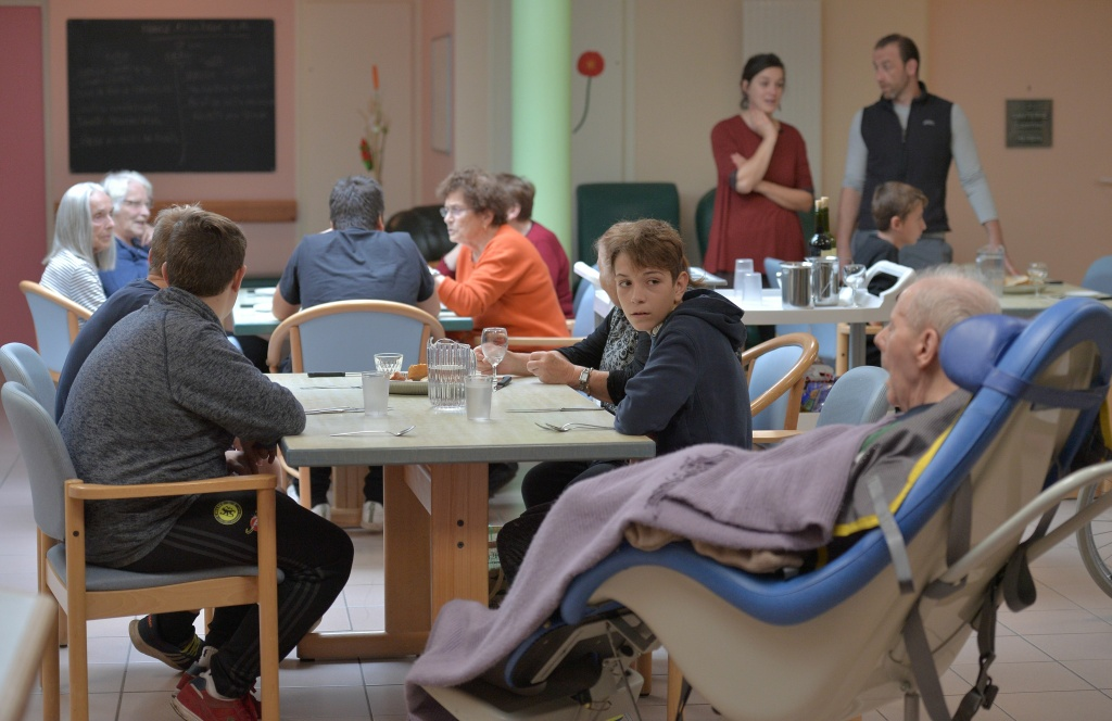 Teenagers with psychological difficulties lunch with people with Alzheimer's disease in a retirement home on October 18, 2016 in Saint Quirin, France.
