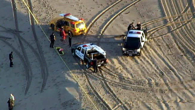 A man's body was found on the beach before sunrise on the beach in Santa Monica, a few blocks from Venice.