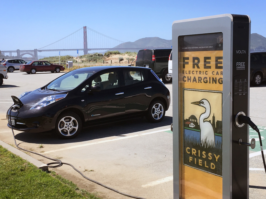 Researchers at MIT found that many hybrid and battery-operated cars already meet the global emissions goals for 2030.