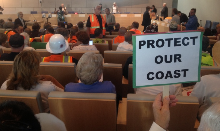 More than 300 people on both sides of a plan to put a desalination plant in Huntington Beach turned out for a California Coastal Commission meeting Wednesday.
