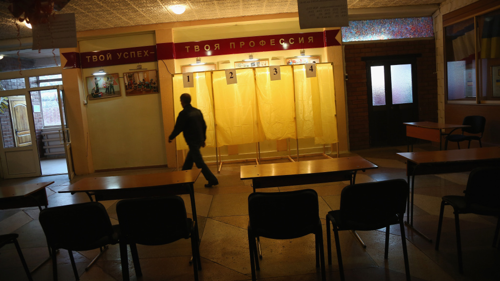 Volunteers prepare polling stations in Simferopol, the capital of Crimea, on Saturday. Crimeans are voting on seceding from Ukraine to join Russia.