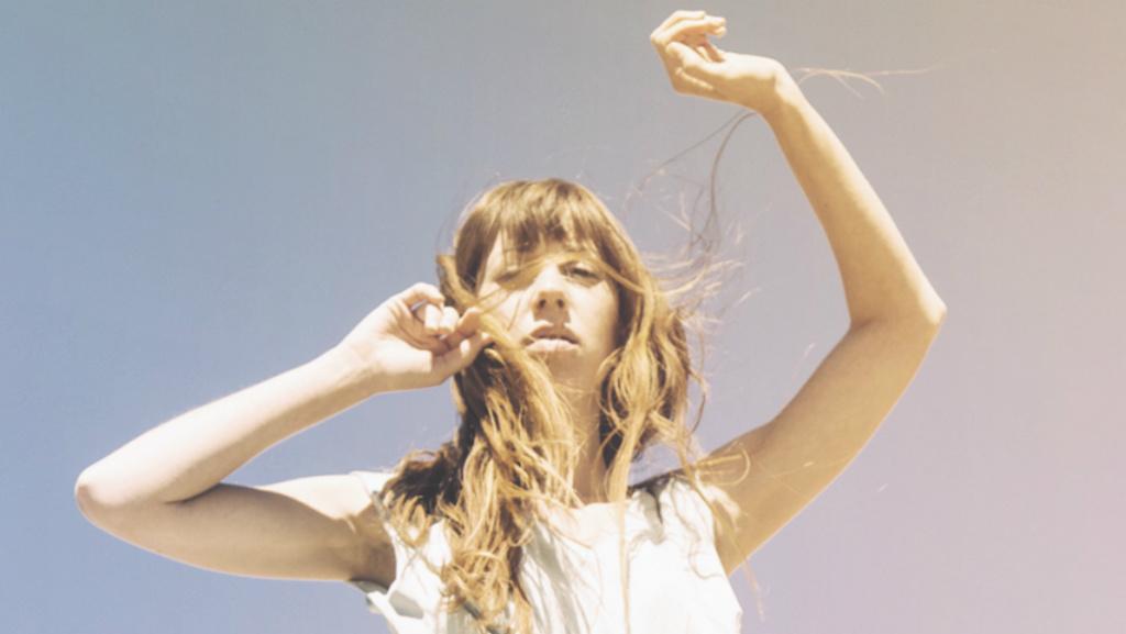 Singer/songwriter Ella Vos