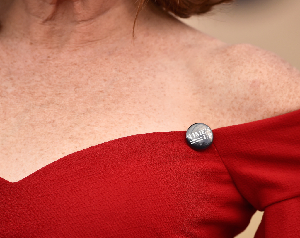 Actor Molly Shannon, fashion detail, attends the 24th Annual Screen ActorsGuild Awards at The Shrine Auditorium on January 21, 2018 in Los Angeles, California.
