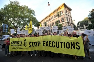 Amnesty International activists hold banners in support of Troy Davis in front of the US Embassy in Rome on September 16, 2011, during a protest to denounce the death penalty in the United States.