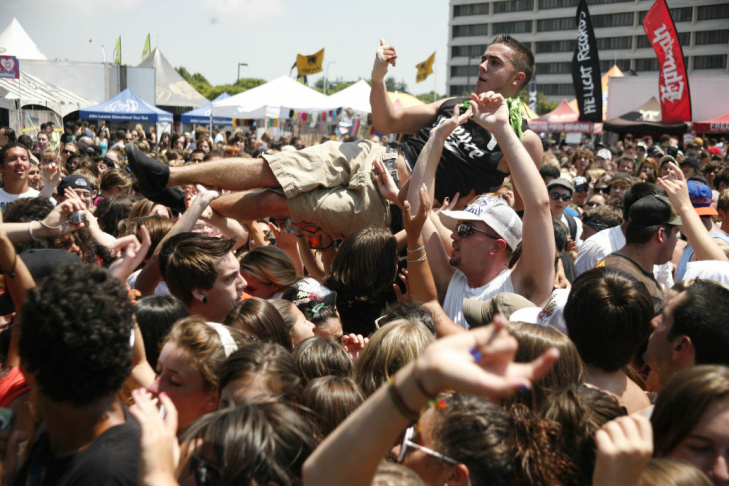 Senses Fail performs during Vans Warped Tour 2009 at the Nassau Veterans Memorial Coliseum on July 18, 2009 in Uniondale, New York.