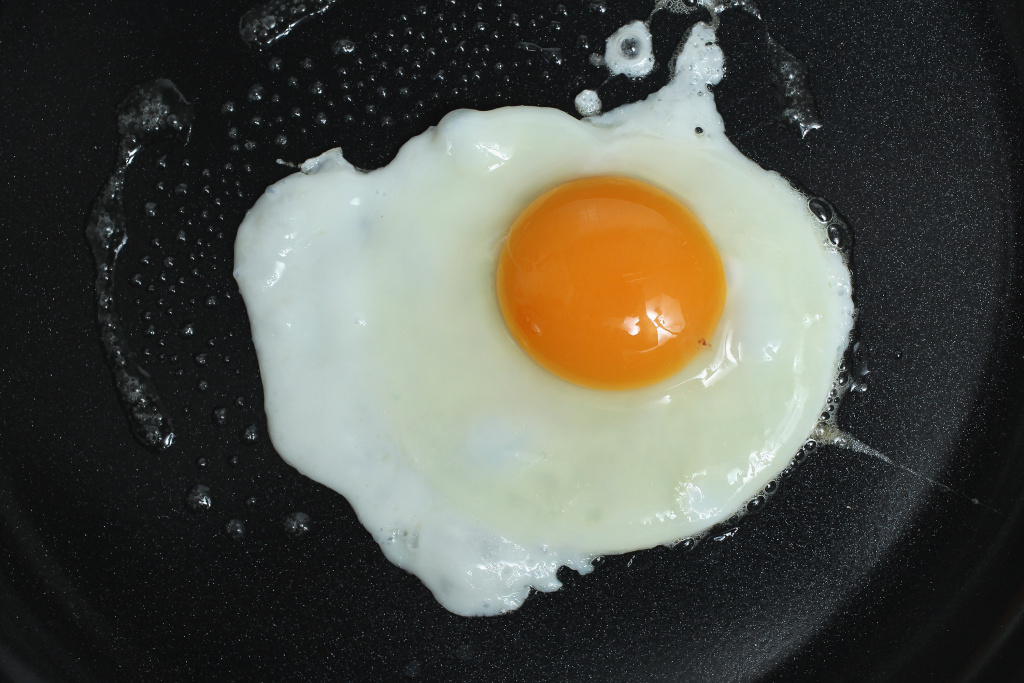 BERLIN, GERMANY - JANUARY 05:  In this photo illustration an egg bought in a supermarket fries in a frying pan on January 5, 2011 in Berlin, Germany. German authorities across the country are on high alert following the disclosure that the animal feeds company Harles and Jentsch GmbH sold large quantities of dioxin-tainted animal feed to poultry and hog farmers. Authorites in Lower Saxony have halted eggs and meats shipments from 1,000 farms as a precaution, and consumer groups have warned the public against eating eggs for the time being.  (Photo by Sean Gallup/Getty Images)