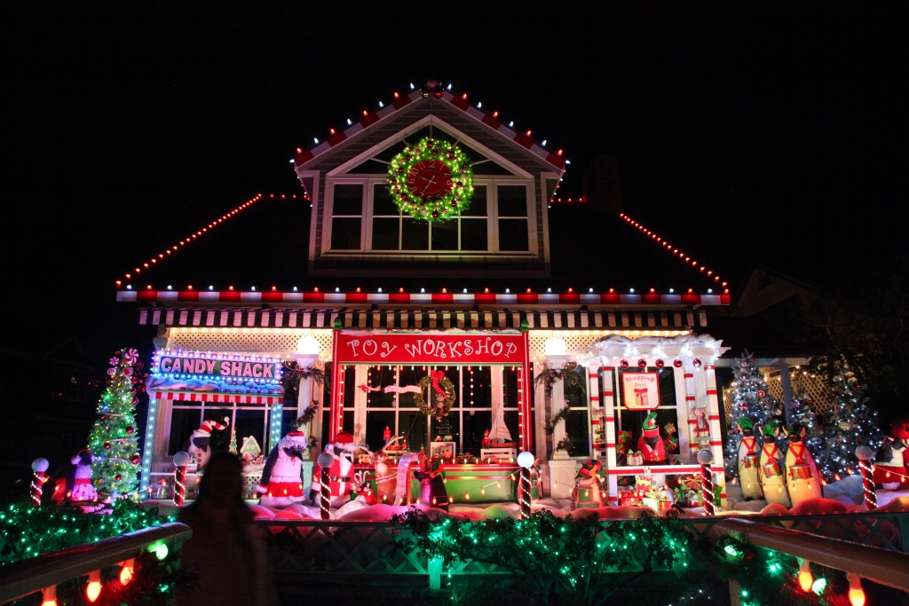 Shirley Pepy's festive home on Balboa Island in Newport Beach, CA. Planning  for her - Off-Ramp® Audio: For The Annual Newport Beach 'Ring Of Lights,' It