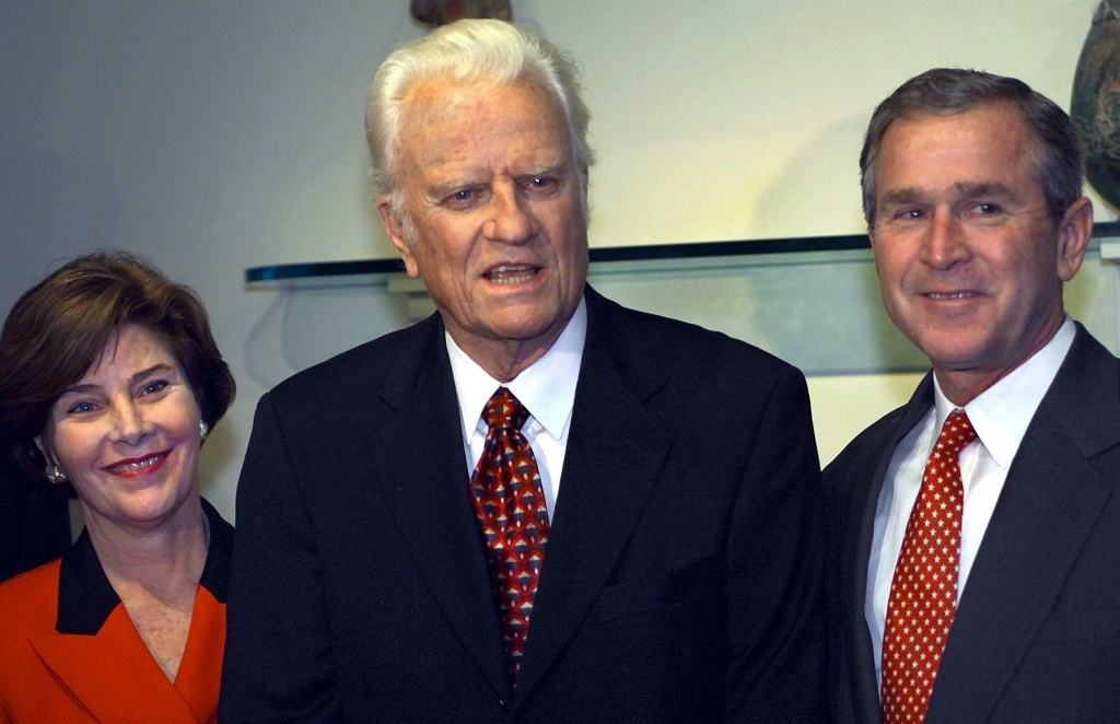 Republican Presidential candidate Texas Governor George W. Bush and his wife Laura stand beside the Rev. Billy Graham as he announces his support for Bush on November 5, 2000 in Jacksonville, Florida.