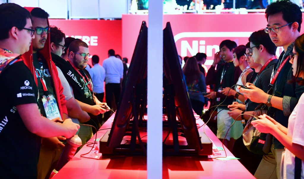 Gaming fans play Super Smash Bros on Nintendo Switch at the 24th Electronic Expo, or E3 2018, in Los Angeles, California on June 13, 2018.