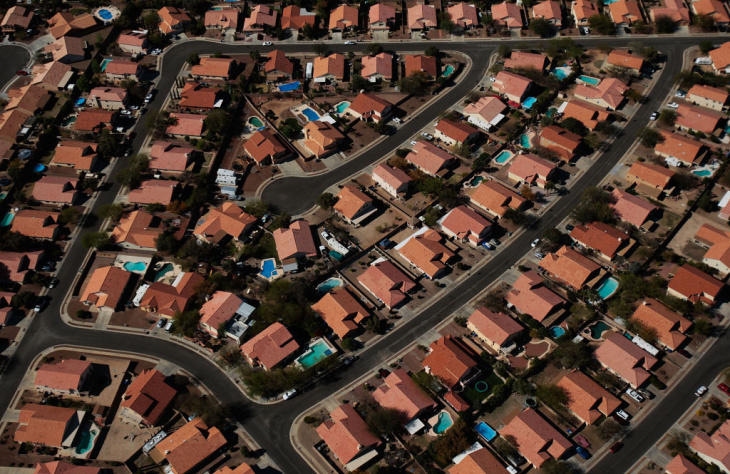 Housing Downturn Spurs Unfinished Development and Labor Surplus in American Southwest