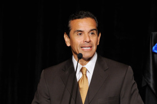 Los Angeles Mayor Antonio Villaraigosa speaks at a press conference on April 1, 2010 in Los Angeles, California.