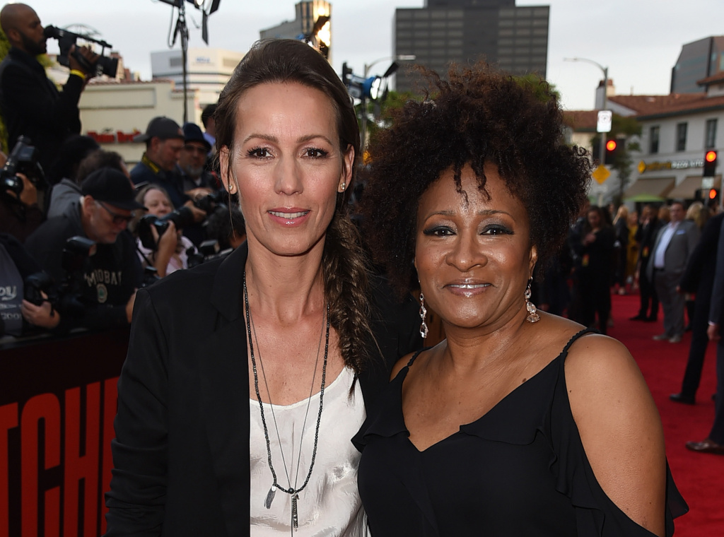 Comedian Wanda Sykes (R) and her wife, Alex Sykes.