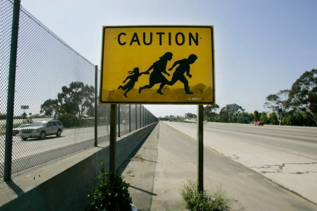One of the original signs as seen on I-5 just north of the U.S.-Mexico border in 2006