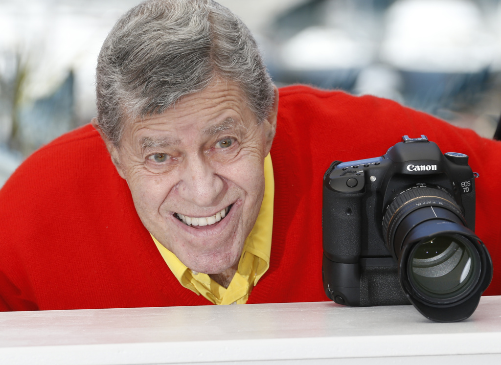 "US comedian Jerry Lewis poses on May 23, 2013 during a photocall for the film ""Max Rose"" presented at the 66th Cannes Film Festival."