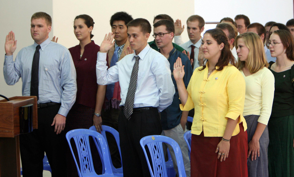 Peace Corps volunteers during a swearing-in ceremony at National Institute of Education in Phnom Penh, 04 April 2007.
