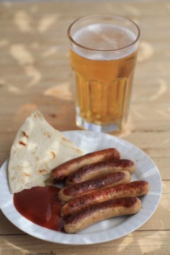 Grilled nuremberg sausages with Bavarian beer