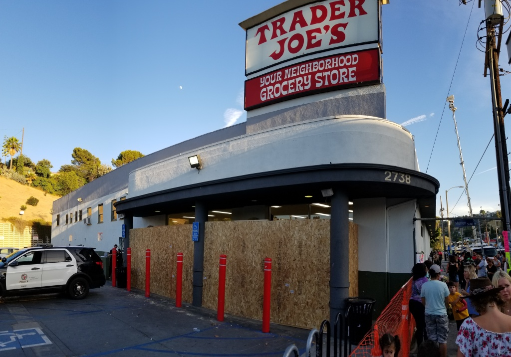 Exterior of Trader Joe's in Silver Lake after a tense standoff between police and armed gunman. (Brian Frank / LAist)
