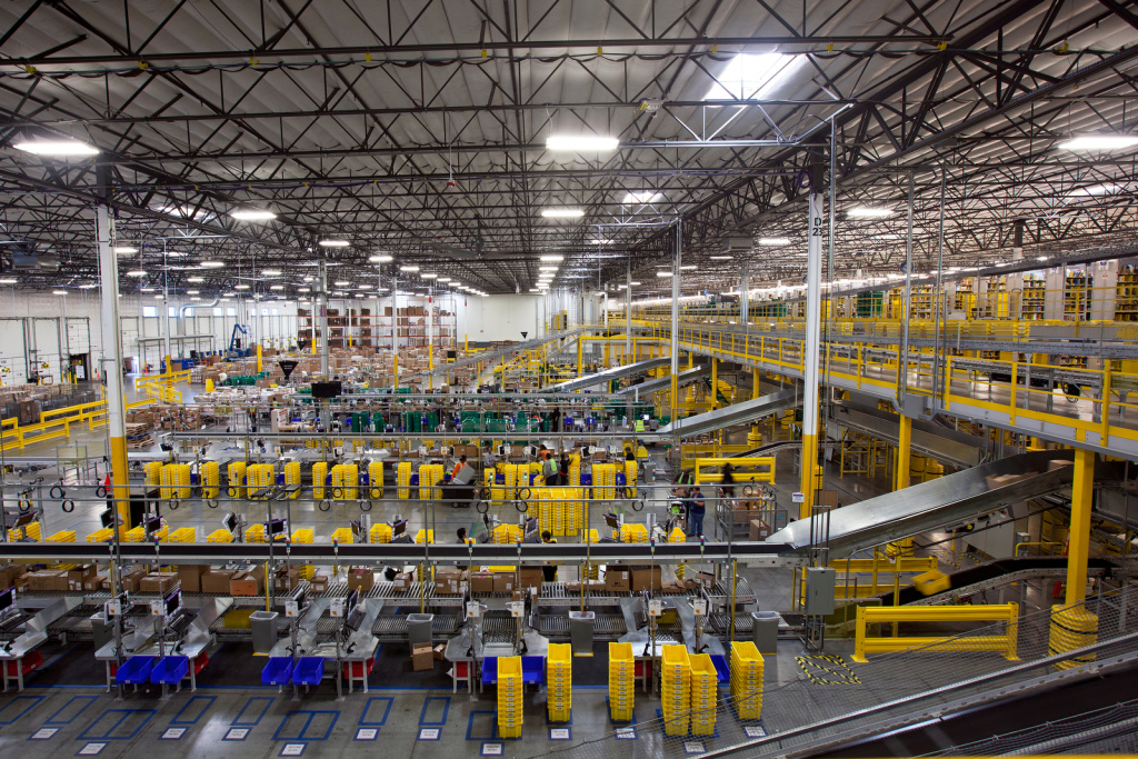 Inside Amazon The World S Largest Internet Retailer It S