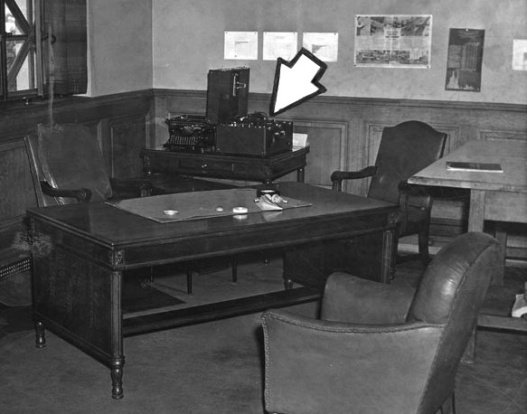 Photos what smells in la city hall in 1941 a cologne for City of la 457