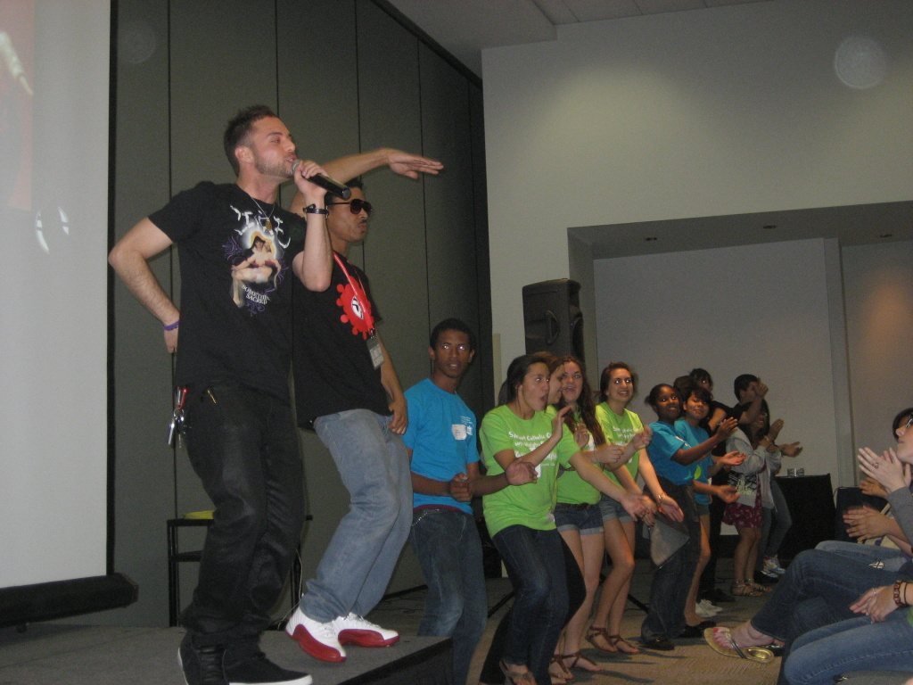 Joe Melendrez raps prayers with a group of kids at the recent Los Angeles Religious Education Congress in Anaheim.