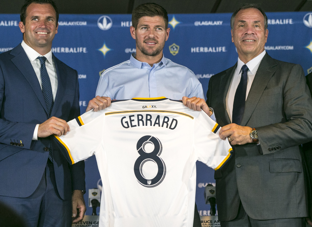 Chris Klein, Los Angeles Galaxy President, left, and Bruce Arena, LA Galaxy Head Coach and General Manager, right, introduce their new midfielder, Steven Gerrard, middle, during a news conference at StubHub Center in Carson, Calif., on Tuesday, July 7, 2015. The former England captain could play this weekend for the defending MLS champions. (AP Photo/Damian Dovarganes)