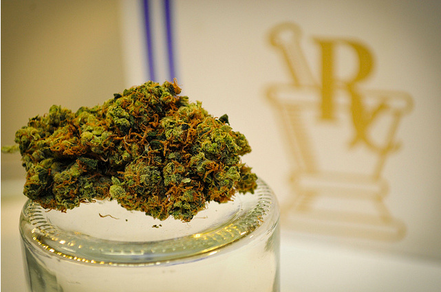 A plan to ban medical marijuana clinics was approved by a Los Angeles City Council planning committee yesterday.