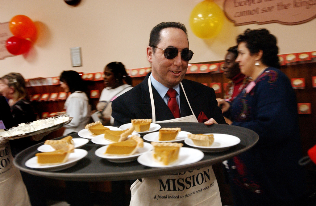 Liza Minnelli and husband David Gest serve food during a Thanksgiving meal at the New York City Rescue Mission at the New York City Rescue Mission November 25, 2002 in New York.