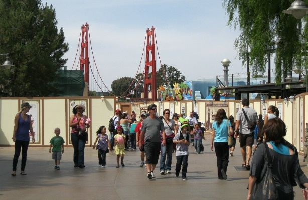 As part of the renovation of the decade-old Disney California Adventure, the replica of the Golden Gate Bridge at the entrance of the park will be removed and replaced with a simple arch.