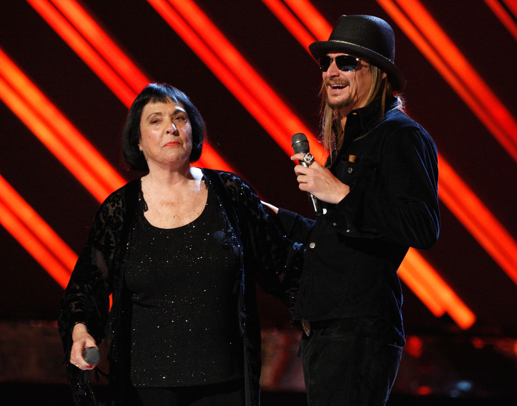 Keely Smith and Kid Rock perform onstage during the 50th annual Grammy Awards on February 10, 2008 in Los Angeles, California.