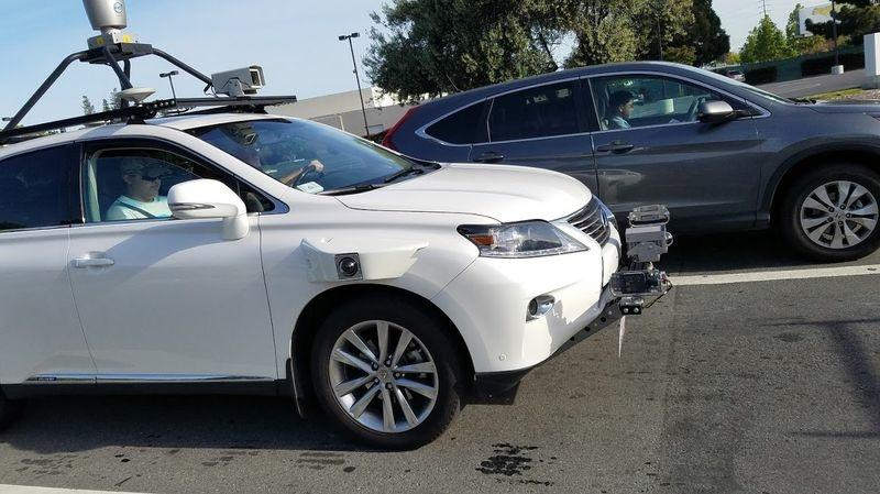Apple is using a Lexus RX450h to test its autonomous driving technology in Silicon Valley.