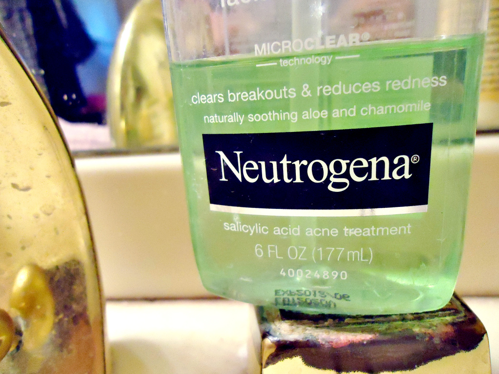 Neutrogena will pay more than $400,000 to settle a civil action filed after state inspectors found several hazardous-waste violations at the cosmetic company's Los Angeles manufacturing facility.