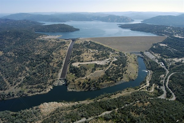 Aerial view of the Oroville Dam in Oroville, California. Behind it, the state's largest reservoir