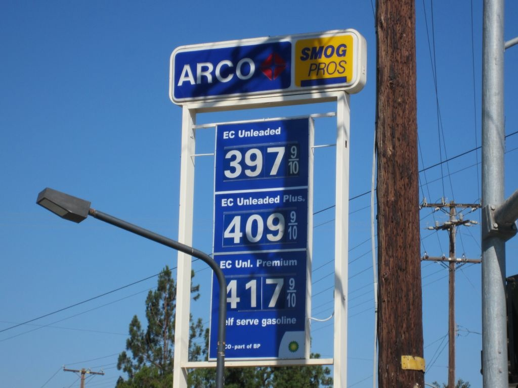 DeBord Report always hits this station for affordable gas. It's currently about 12 cents below the L.A. average, but climbing.