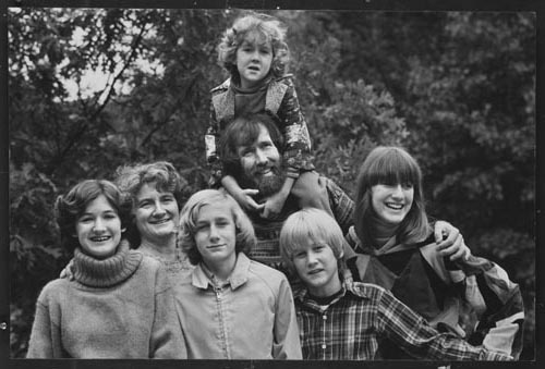 Henson Family, 1977. Taken for People Magazine. L to R: Cheryl, Jane, Brian, Jim with Heather on his shoulders, John, Lisa.