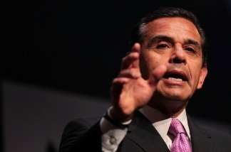 Los Angeles Mayor Antonio Villaraigosa will head out on a 10-day trip to Asia in attempt to raise foreign interest in doing business in the city.