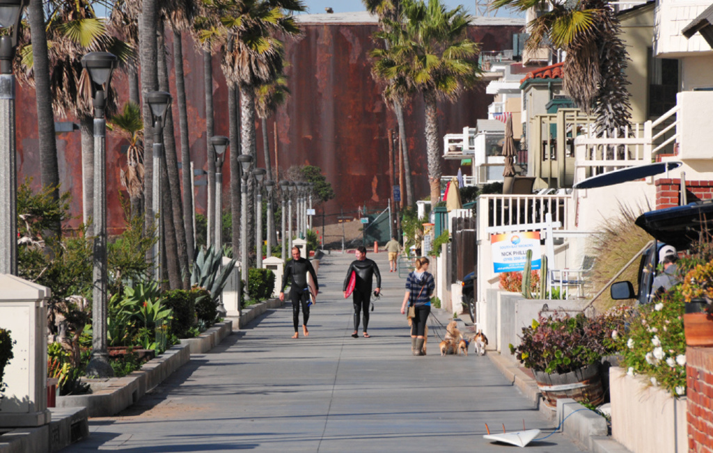 The Manhattan Beach City Council will vote Tuesday on whether to ban most short-term rentals in residential areas.