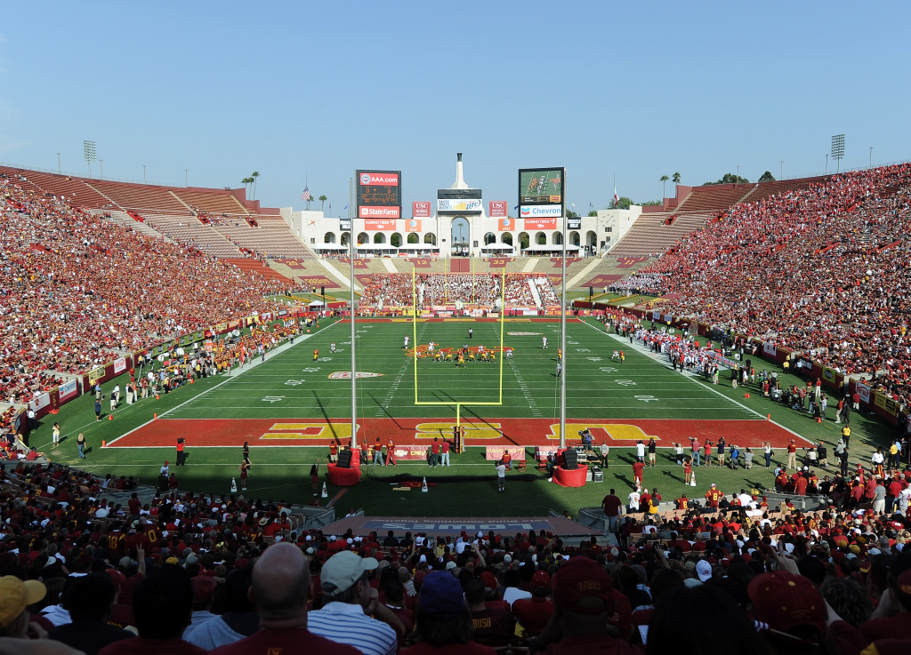 An attorney for the Los Angeles Memorial Coliseum denies commissioners violated the state's opening meeting law when they negotiated a long-term lease with USC.