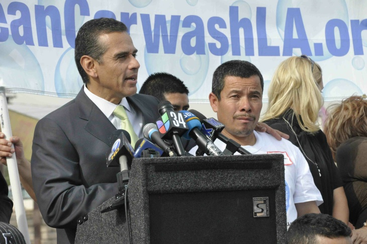 Mayor Villaraigosa at union car wash event in South Los Angeles