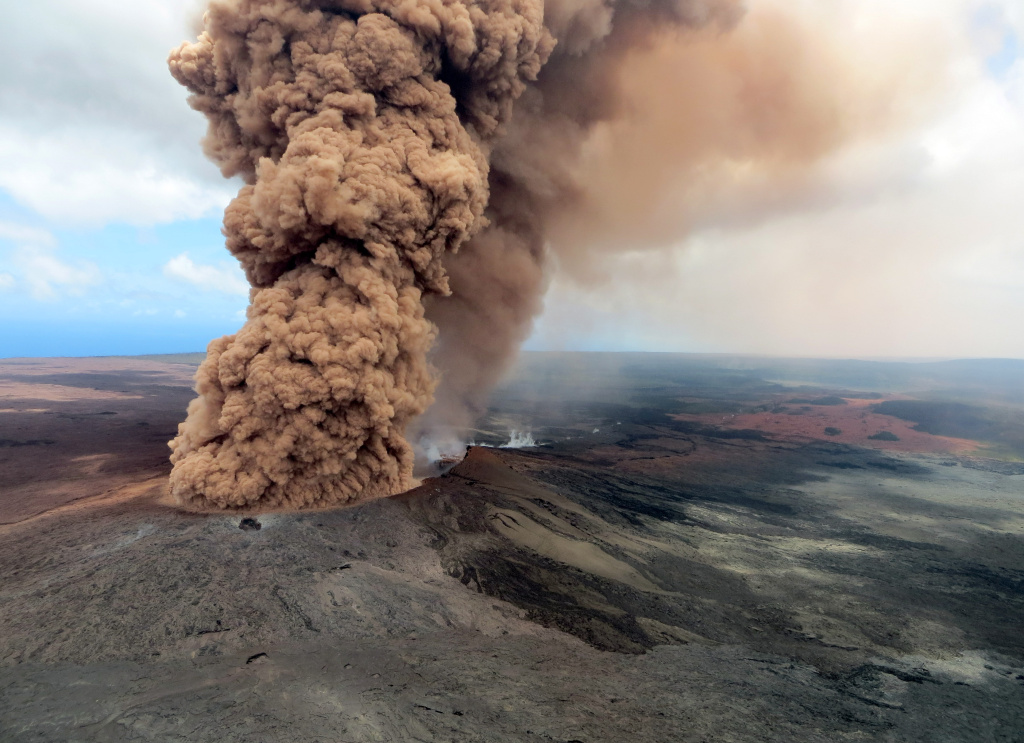 A column of robust, reddish-brown ash plume occurred after a magnitude 6.9 South Flank following the eruption of Hawaii's Kilauea volcano on May 4, 2018.