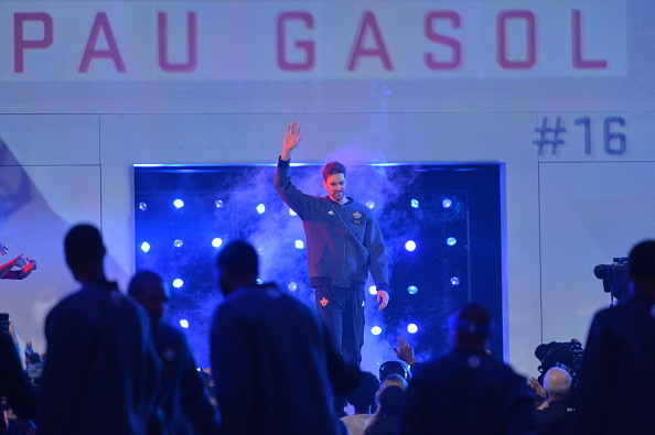 TORONTO, CANADA - FEBRUARY 14:  Paul Gasol waves to the fans prior to the NBA All-Star Game as part of the 2016 NBA All Star Weekend on February 14, 2016 at the Air Canada Centre in Toronto, Ontario, Canada.  NOTE TO USER: User expressly acknowledges and agrees that, by downloading and or using this Photograph, user is consenting to the terms and conditions of the Getty Images License Agreement.  Mandatory Copyright Notice: Copyright 2016 NBAE (Photo by Jesse D. Garrabrant/NBAE via Getty Images)